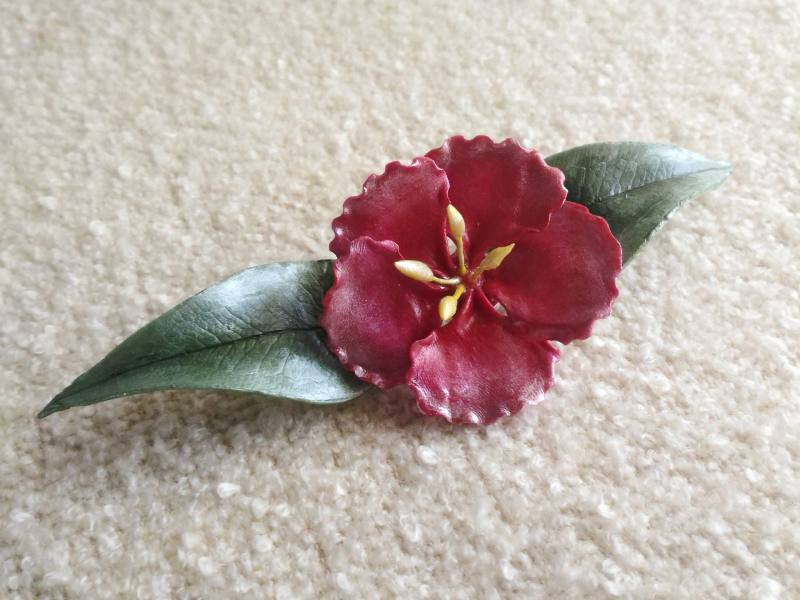 Spilla fiore simil ibisco rosso gioielli artigianali for Ibisco rosso